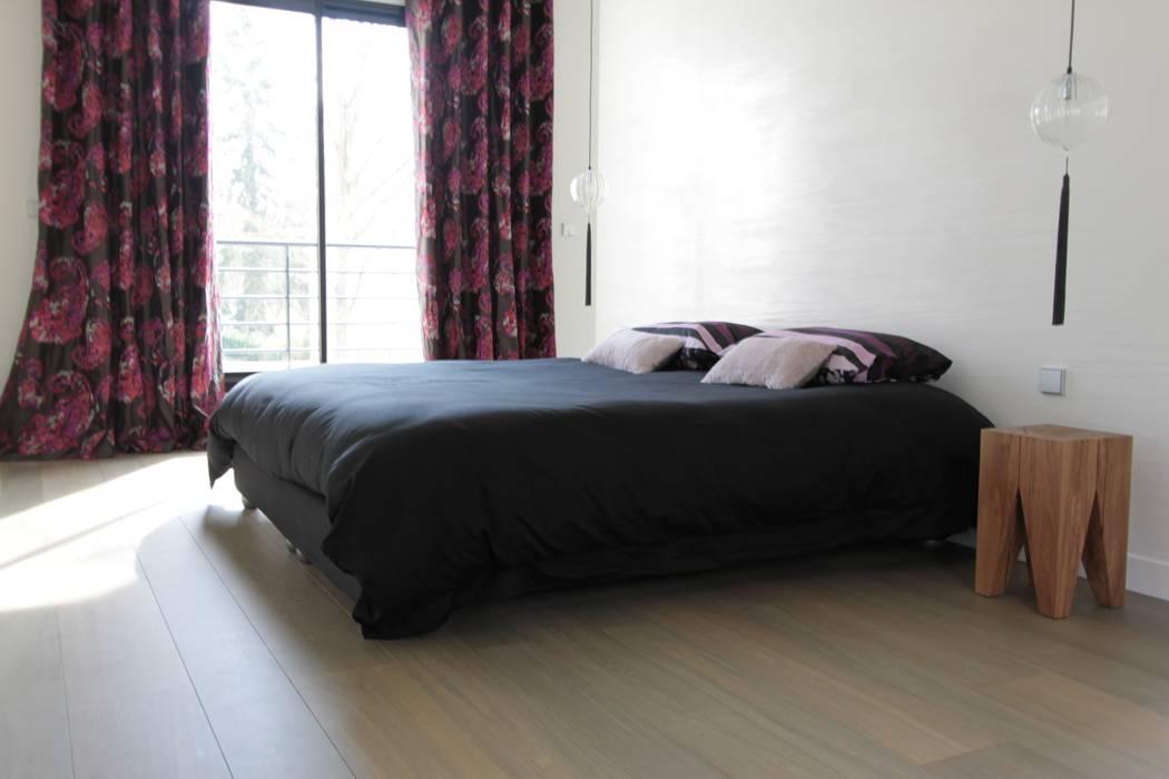 Chambre à coucher parentale par h(O)me attitudes by Sylvie Grimal Minimaliste Textile Ambre/Or