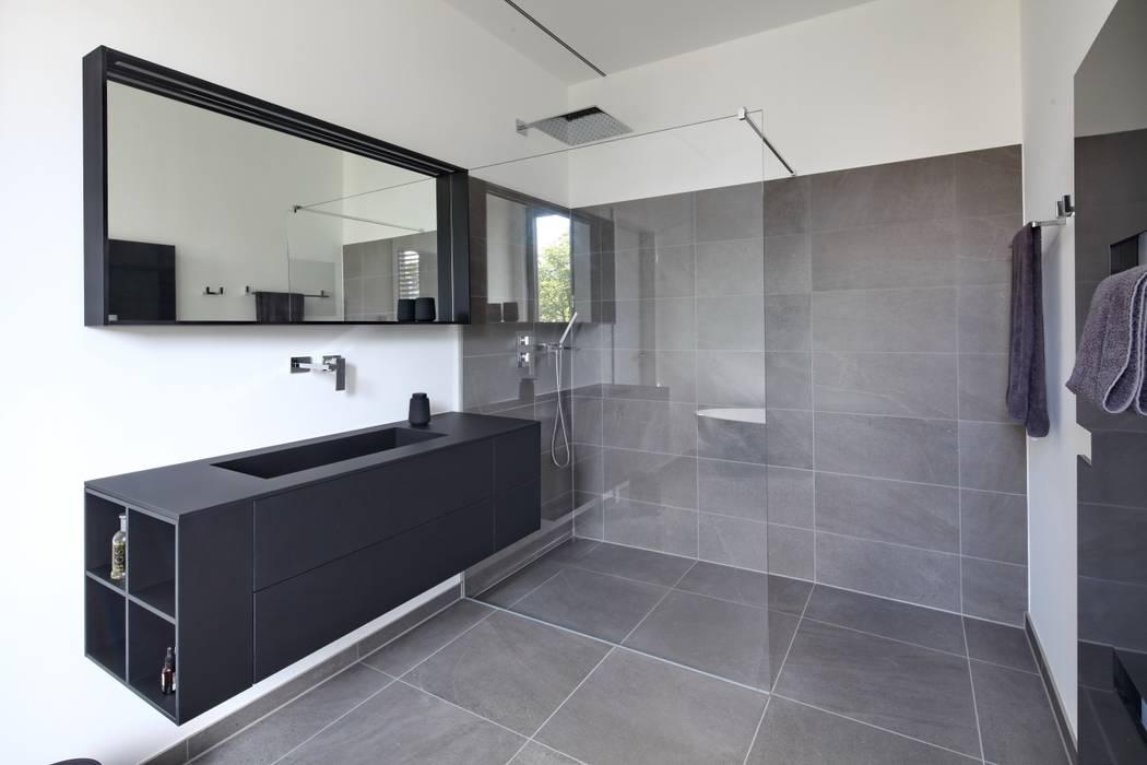 Badezimmer dachgeschoss: badezimmer von thillmann architekten | homify