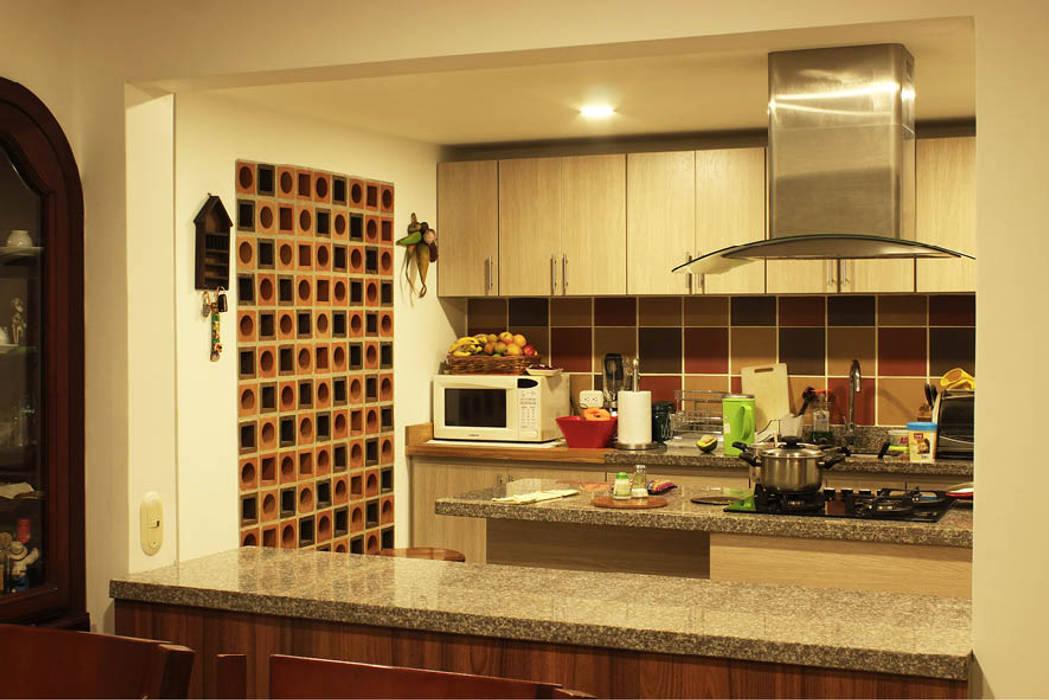 : Cocinas de estilo  por Ensamble de Arquitectura Integral