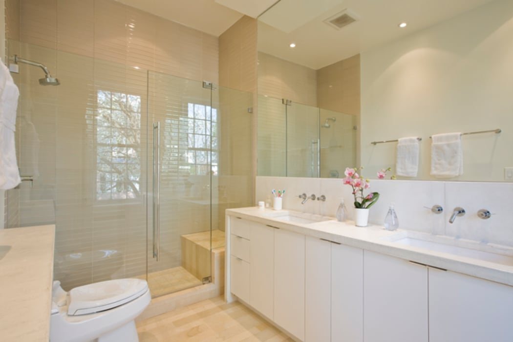 California Casual in Georgetown FORMA Design Inc. Modern Bathroom