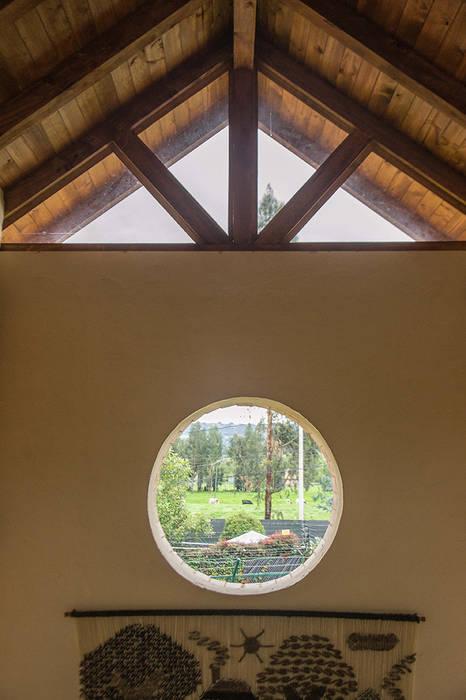 CASA FAGUA ENSAMBLE de Arquitectura Integral Puertas y ventanas de estilo rural