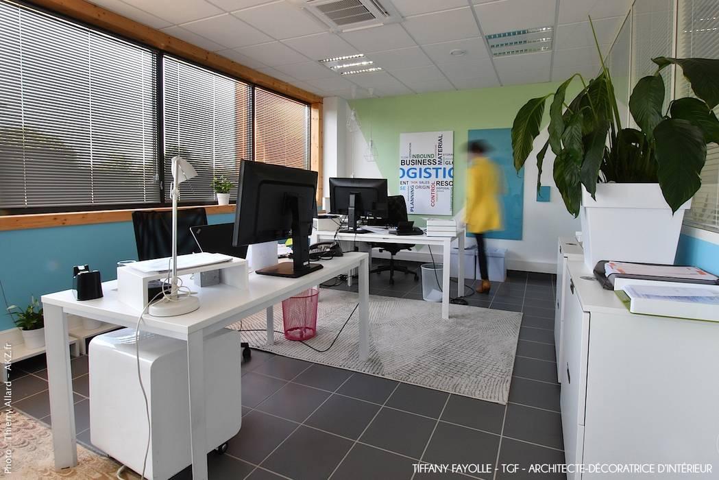Aménagement de bureaux esprit Start-Up près de Lyon par Tiffany Fayolle, architecte d'intérieur et décoratrice: Bureaux de style  par Tiffany FAYOLLE