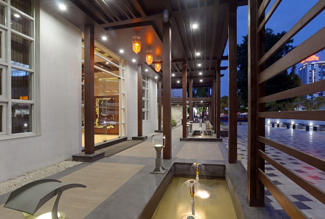 Entrance Collonade Rustic style hotels by Matai Associates Rustic