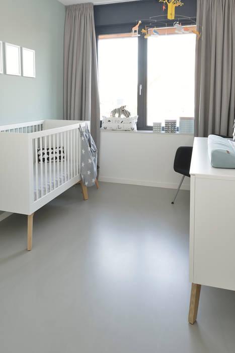 Chambre bébé de style  par Ode aan de Vloer,