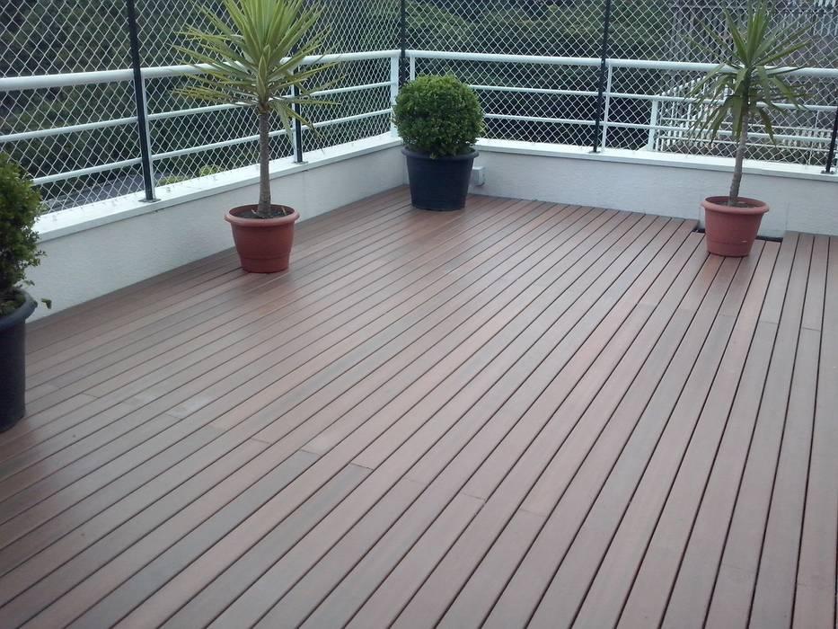 Deck em Terraço - Madeira Plástica Ecopex Varandas, marquises e terraços rústicos Compósito de madeira e plástico Acabamento em madeira