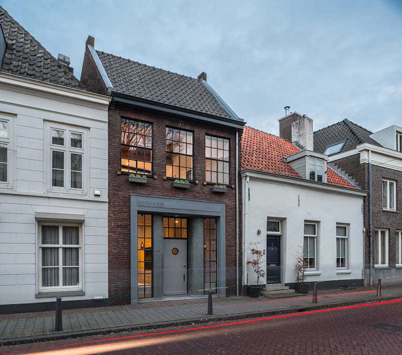 Loft Sixty-Four Moderne huizen van EVA architecten Modern