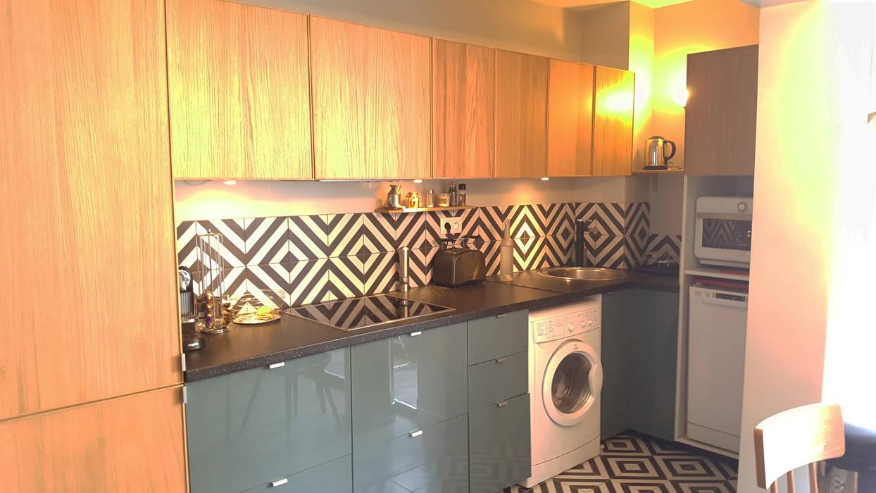 Un souffle de fraîcheur sur cet appartement du 19e: La cuisine: Cuisine intégrée de style  par Joseph Vithaya