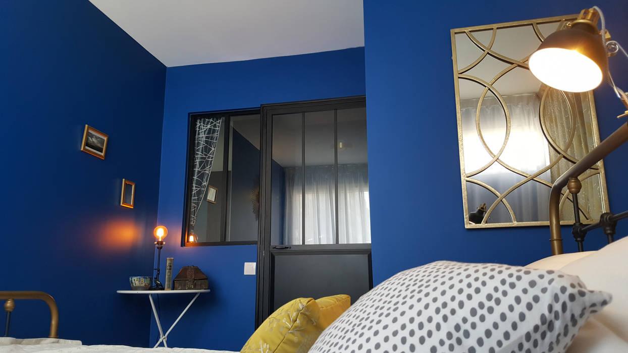 Un souffle de fraîcheur sur cet appartement du 19e: La chambre: Chambre de style de style Moderne par Joseph Vithaya