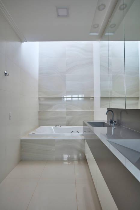 casa ig grupo pr   arquitetura e design Banheiros modernos