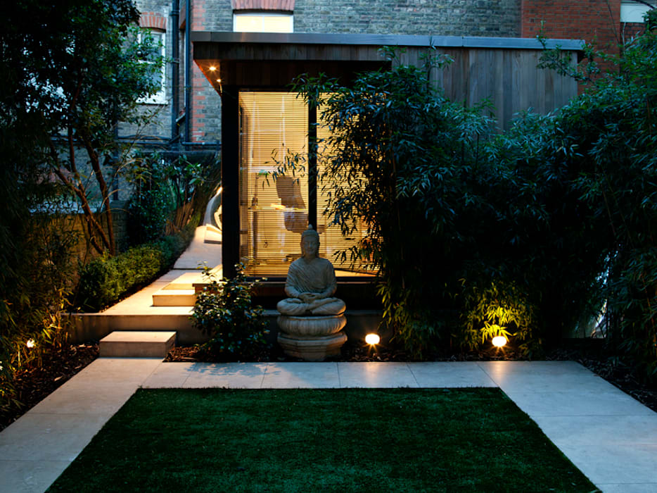 Garden Office at night: modern Garden by Earth Designs
