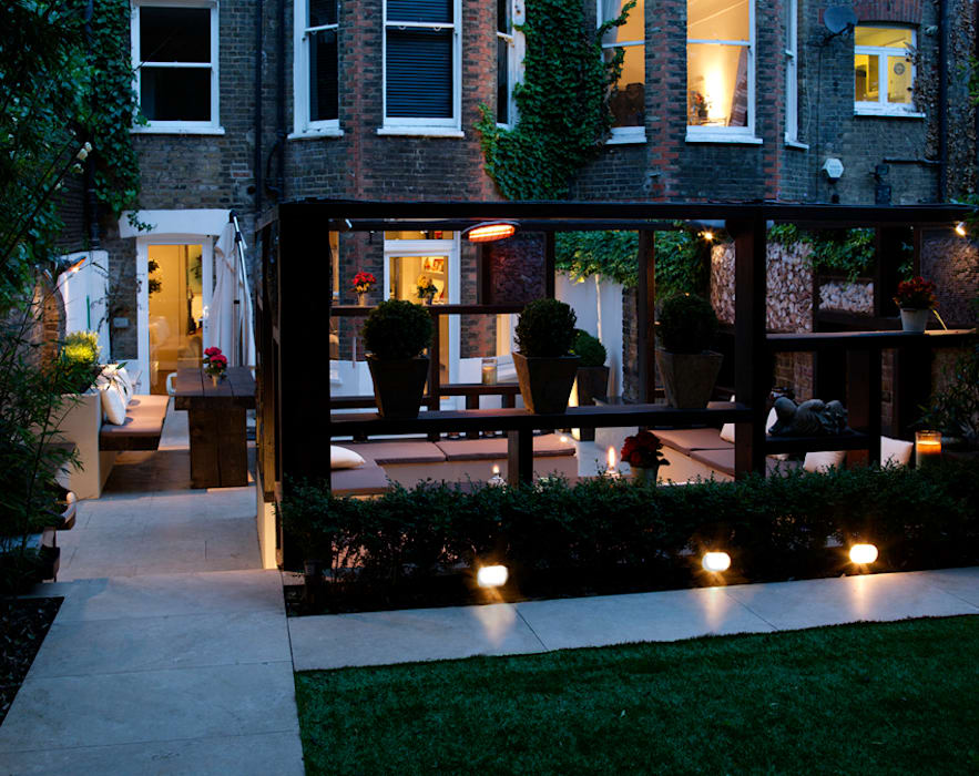 Garden at night: modern Garden by Earth Designs