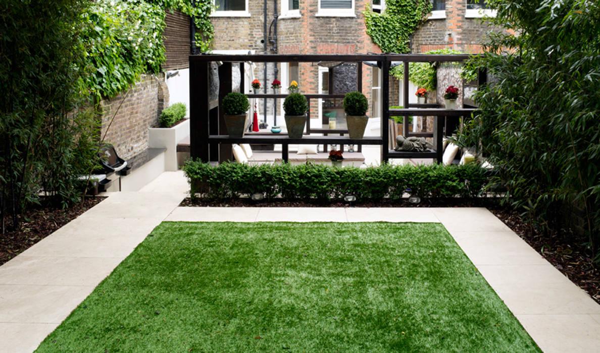 Artificial Lawn: modern Garden by Earth Designs