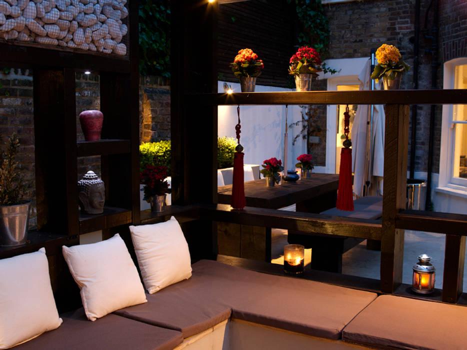 Pergola at Night: modern Garden by Earth Designs