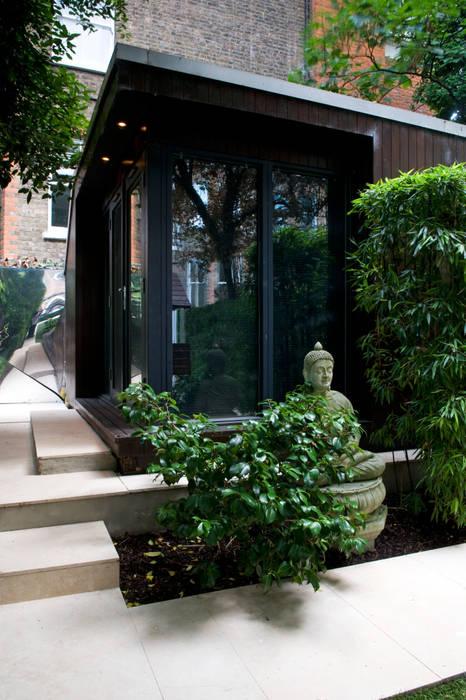 Garden Office space:  Garden by Earth Designs
