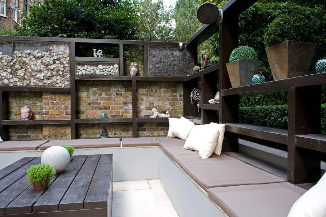Room outside: modern Garden by Earth Designs