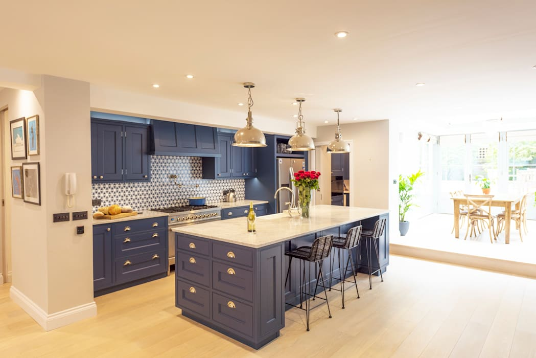 Kensington Blue Kitchen:  Built-in kitchens by Tim Wood Limited