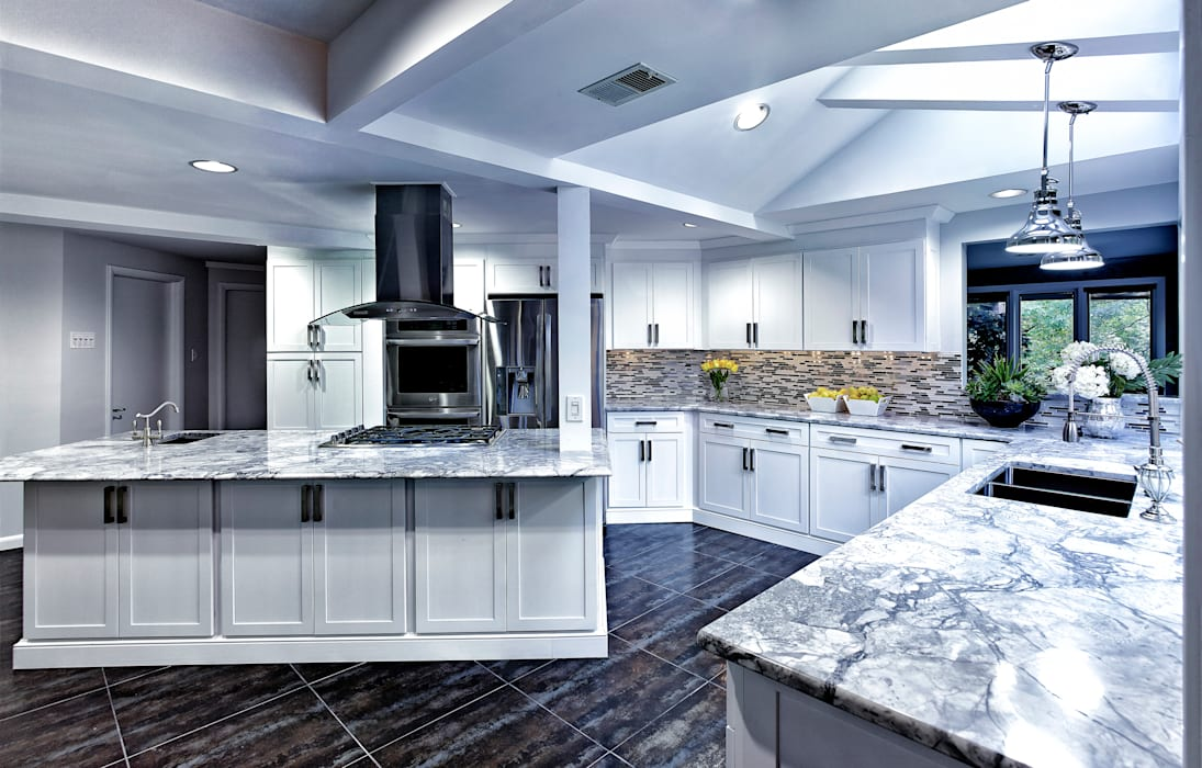 2014 Coty Award Wining Kitchen Classic style kitchen by Main Line Kitchen Design Classic