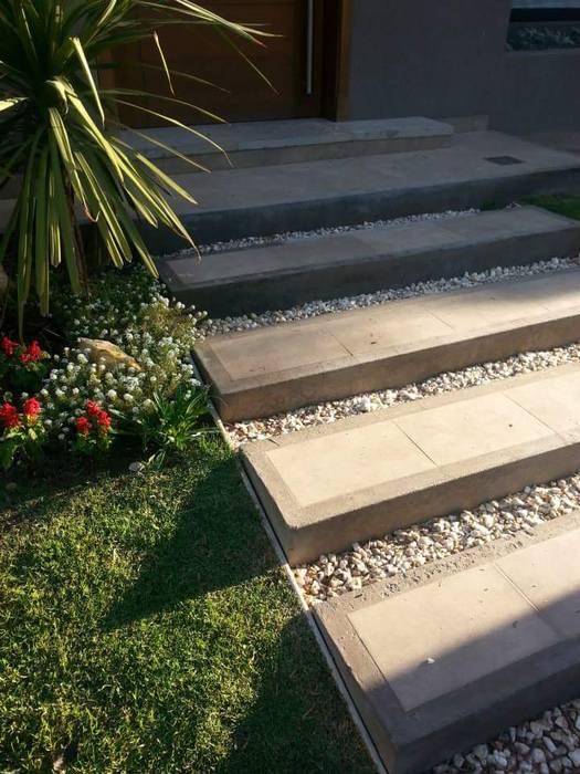Vivienda Unifamiliar : Jardines en la fachada de estilo  por Estudio Karduner Arquitectura,Clásico Piedra