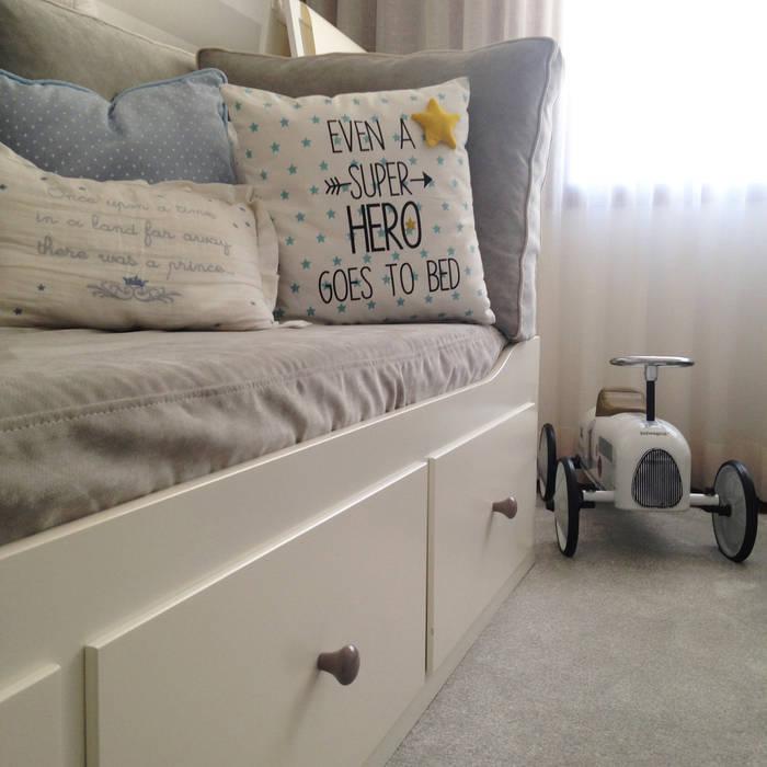 Apartamento AL30.4 - Quarto de rapaz - pormenores: Quarto de crianças  por The Spacealist - Arquitectura e Interiores