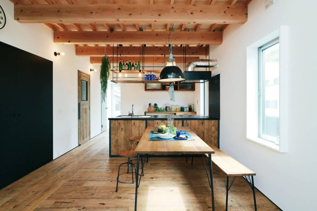 ほどよく自然体でかっこよく暮す家「BROOKLYN HOUSE」 インダストリアルデザインの ダイニング の オレンジハウス インダストリアル