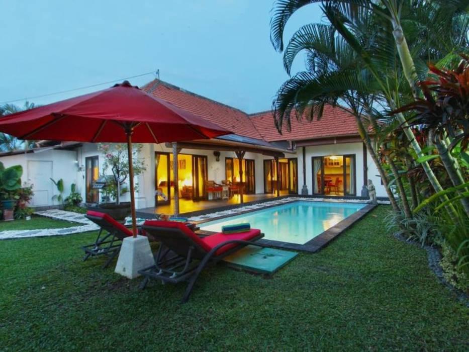Swimming Pool Villa 2:  Kolam renang halaman by Credenza Interior Design