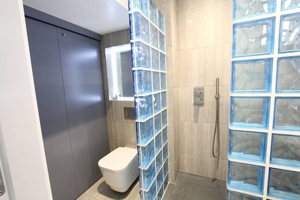 Streatham SW London:  Bathroom by Hoch Bau Architecture