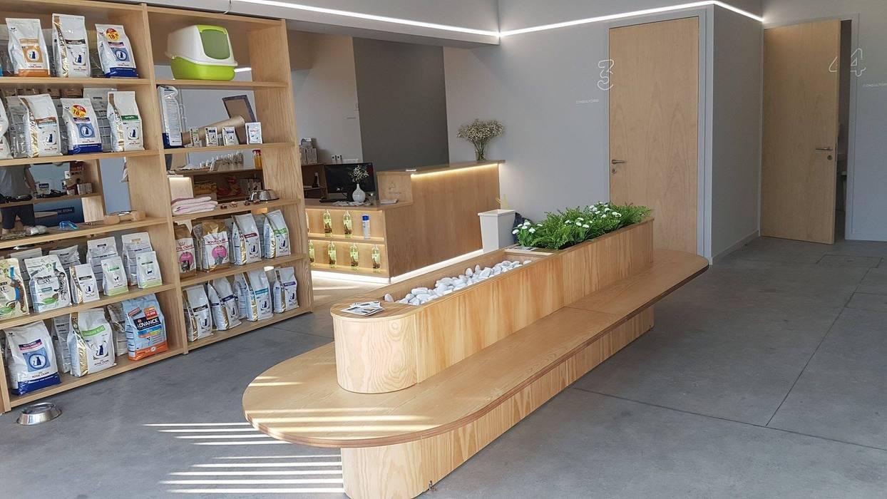 Rumah Sakit Minimalis Oleh MIA arquitetos Minimalis Kayu Wood effect