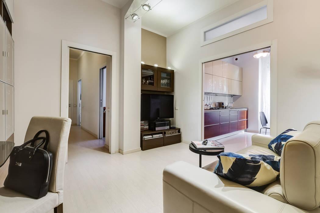 Living Open Space: Ingresso & Corridoio in stile  di MakeUp your Home