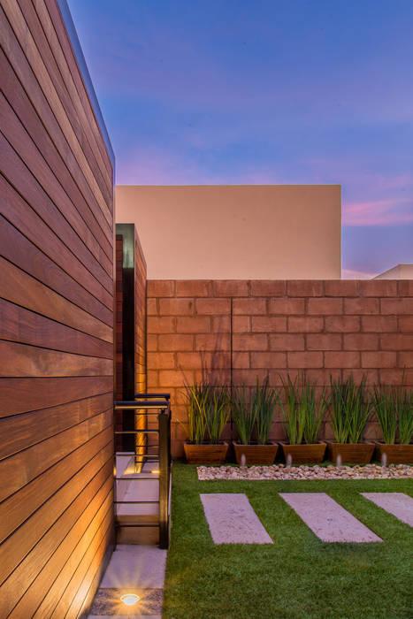 Área Exterior SFM Jardines de estilo moderno de S2 Arquitectos Moderno