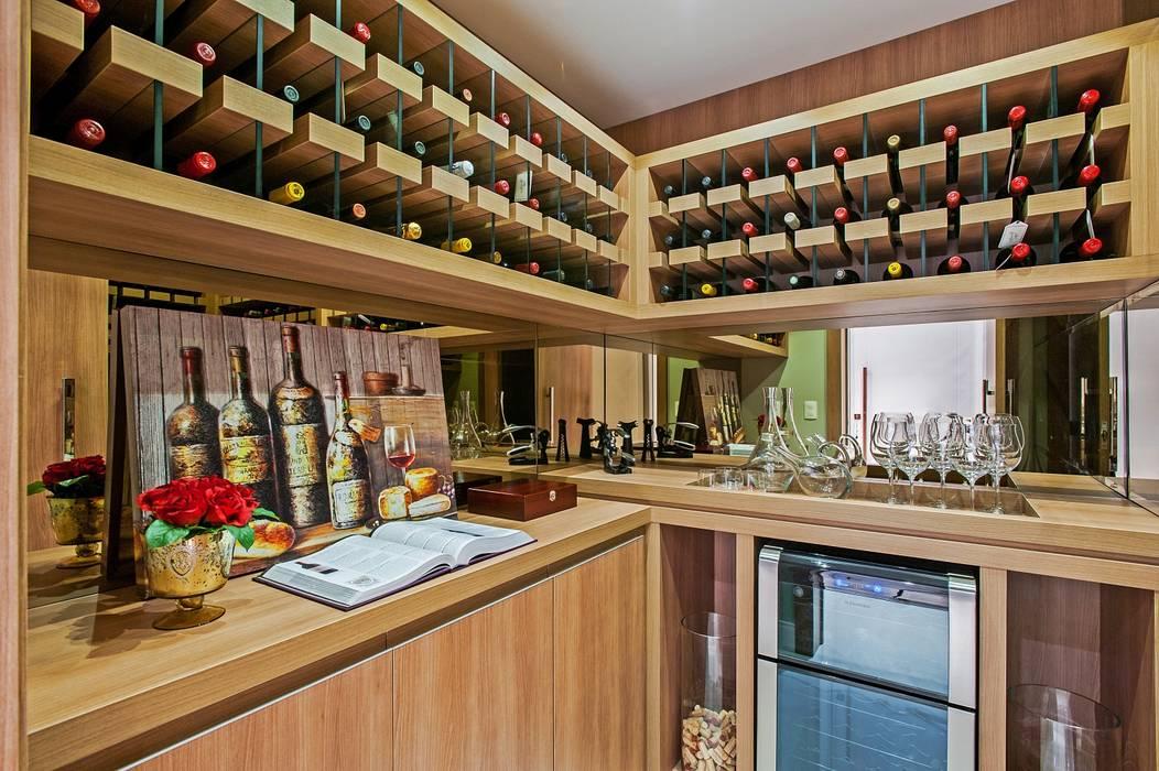 Bodegas de vino de estilo  por Carolina Kist Arquitetura & Design, Moderno
