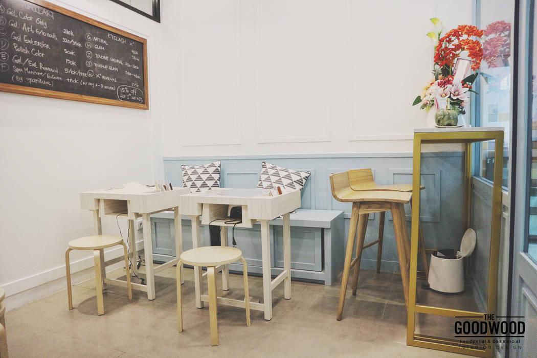 Two Cents Studio: Kantor & toko oleh The GoodWood Interior Design,