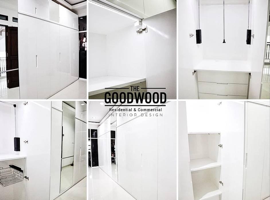 Minimalistyczna garderoba od The GoodWood Interior Design Minimalistyczny