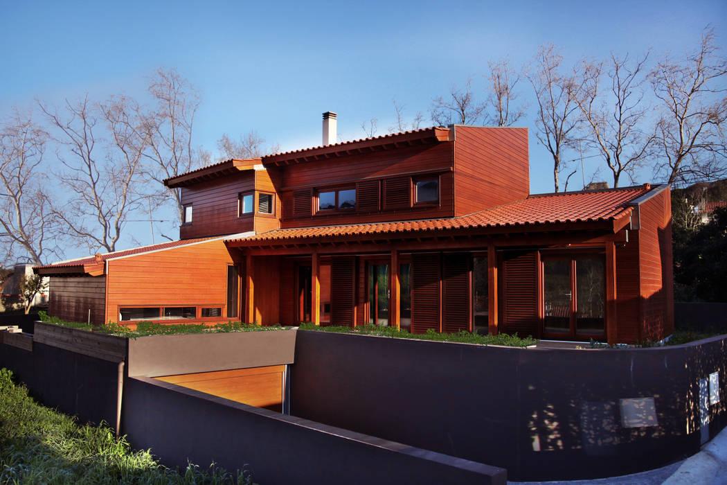 RUSTICASA   Casa unifamiliar   Sintra: Casas de madeira  por Rusticasa