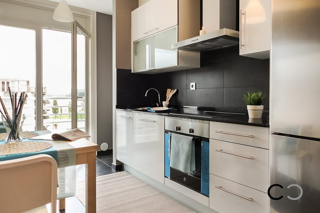 Kitchen by CCVO Design and Staging, Modern