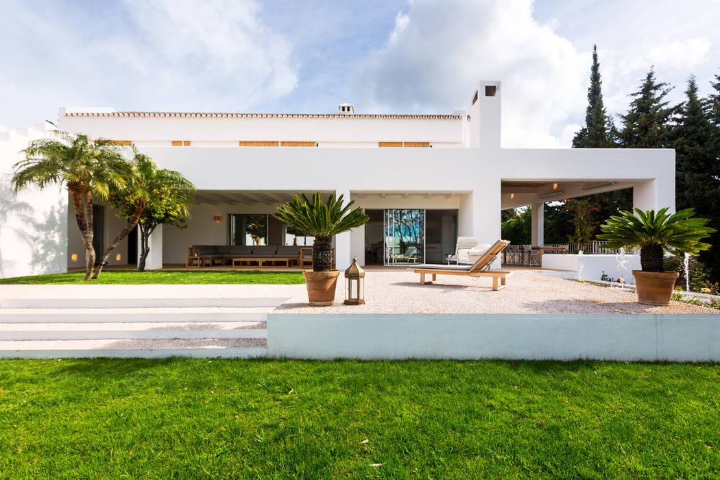 Vistas de la terraza interior y exterior, solárium. de Alejandro Giménez Architects Mediterráneo Arenisca