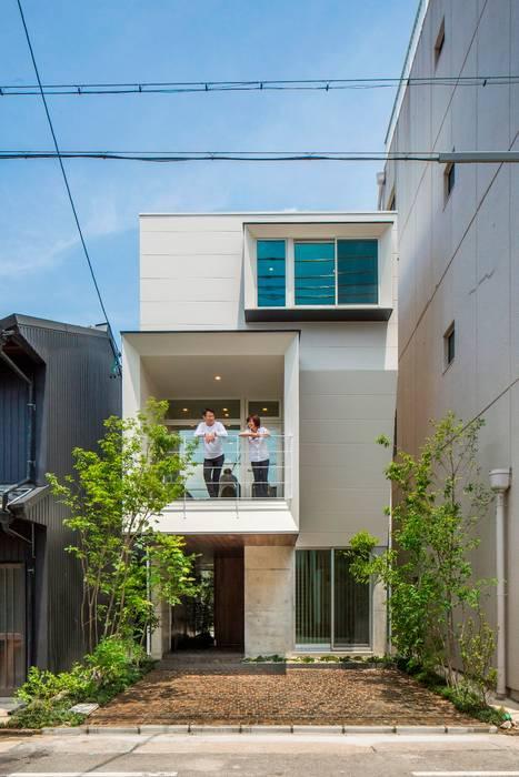 Casas unifamiliares de estilo  por 今井賢悟建築設計工房,
