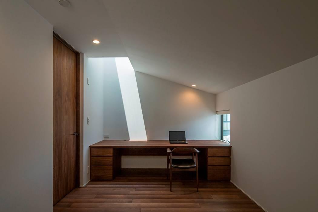 Study/office by 今井賢悟建築設計工房,