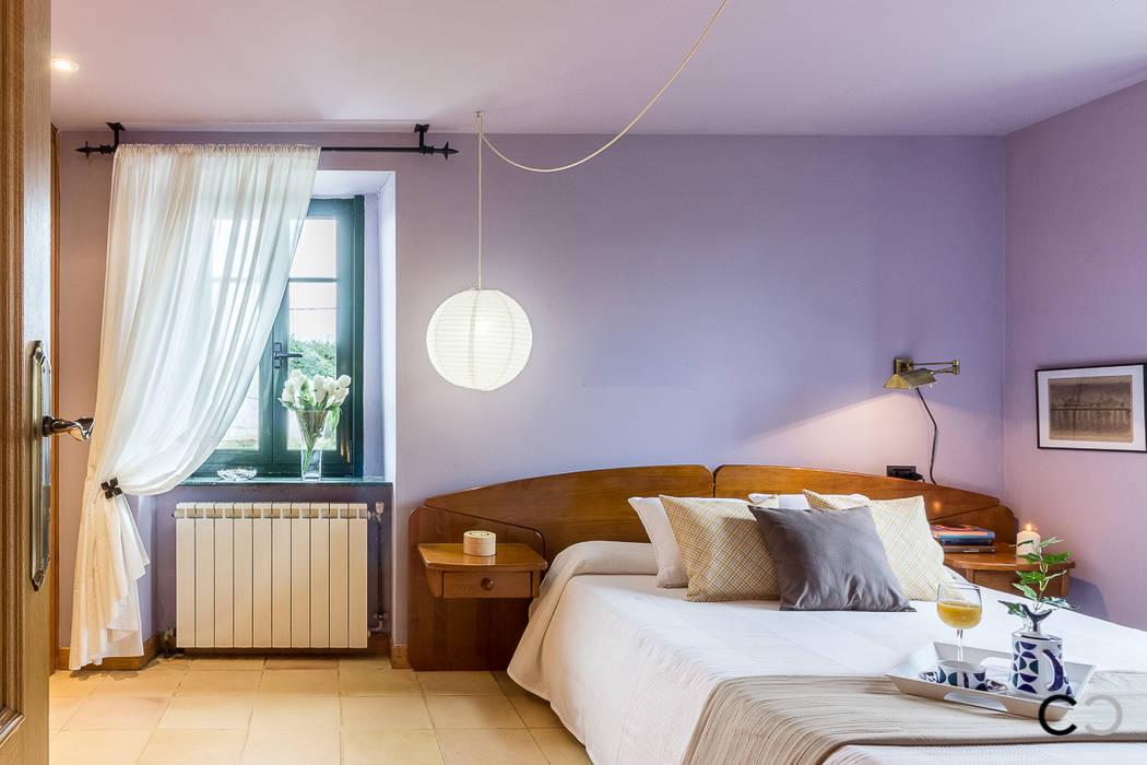 DORMITORIO PRINCIPAL: Dormitorios de estilo  de CCVO Design and Staging,