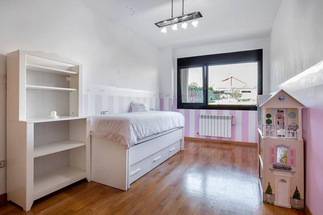 DORMITORIO: Dormitorios infantiles de estilo  de CCVO Design and Staging