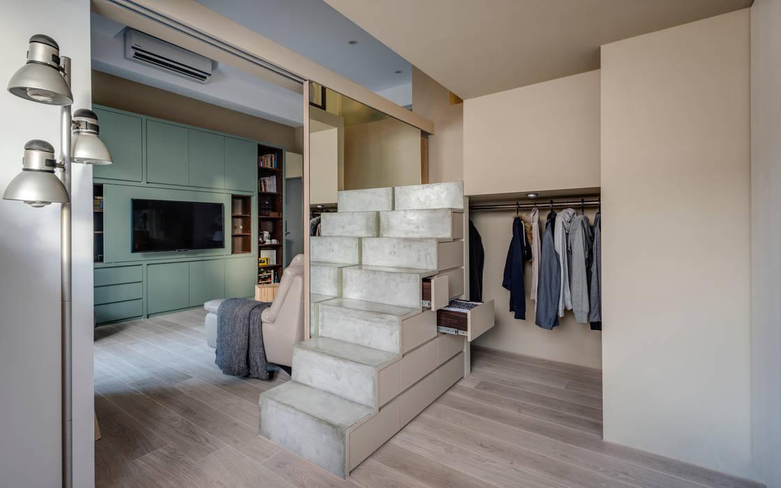 Walk in closets de estilo minimalista de 齊禾設計有限公司 Minimalista Compuestos de madera y plástico