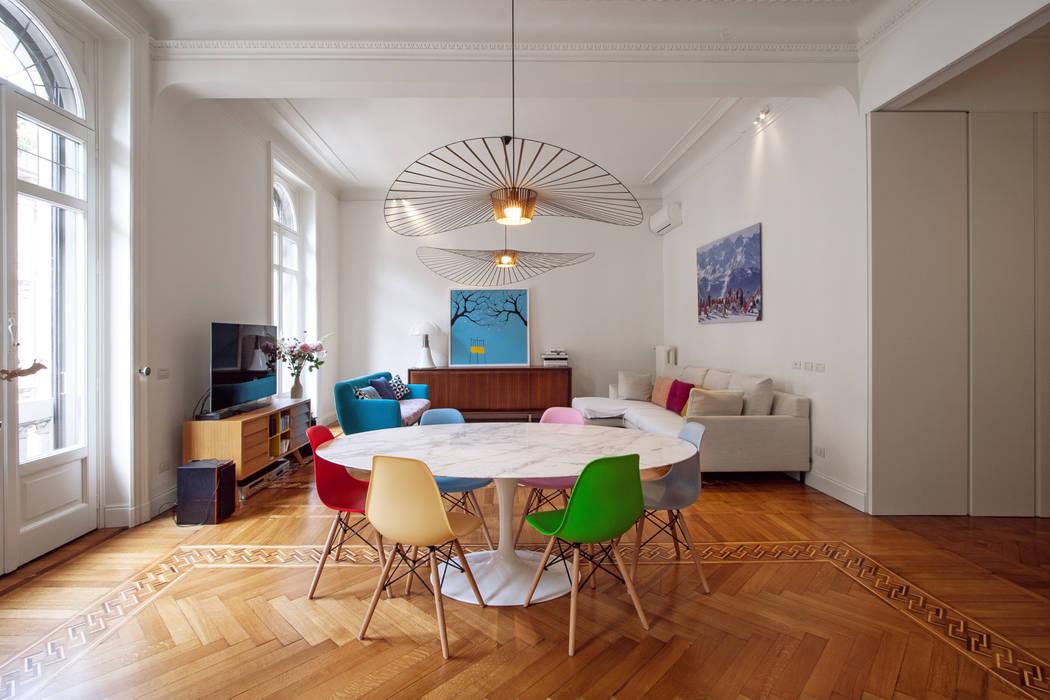Salon moderne par Chantal Forzatti architetto Moderne Bois massif Multicolore