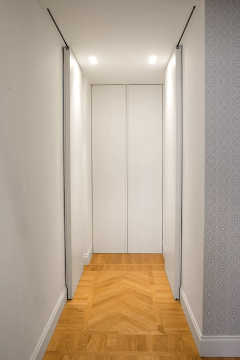 Couloir, entrée, escaliers modernes par Chantal Forzatti architetto Moderne Bois massif Multicolore