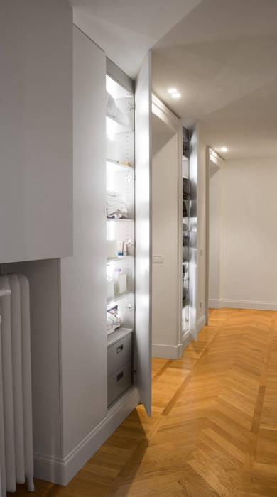 Chantal Forzatti architetto Couloir, entrée, escaliers modernes MDF Blanc