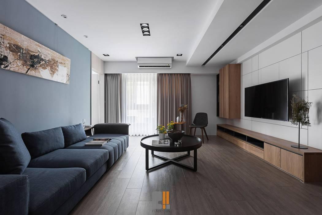 Living room by 築川設計
