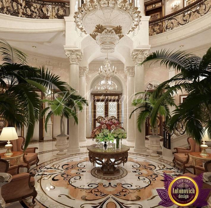 Klasyczny korytarz, przedpokój i schody od Luxury Antonovich Design Klasyczny