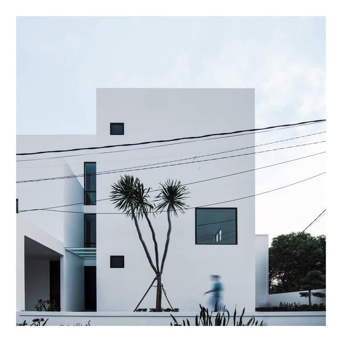 Tampak Depan Ahouse 3: Rumah oleh studiopapa,