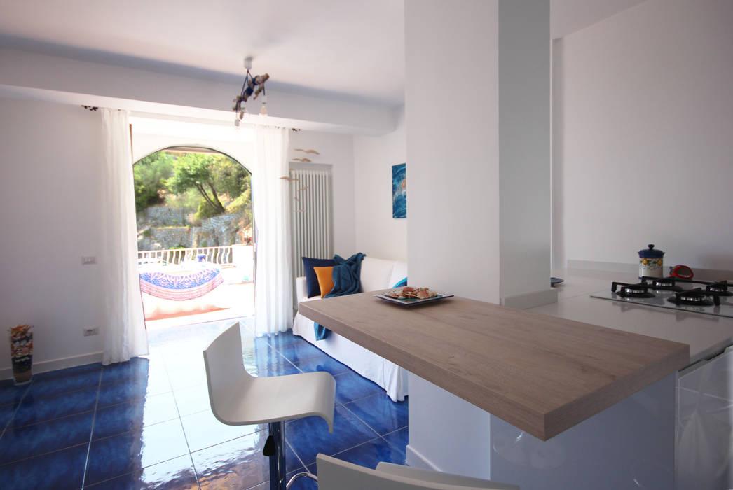 archielle Mediterranean style living room
