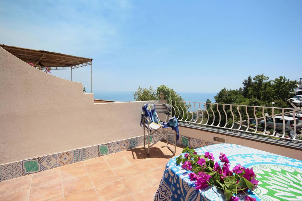 Casa a Positano - il terrazzo: Terrazza in stile  di archielle