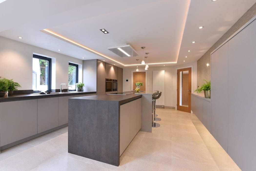 Mr & Mrs Horsburgh: modern Kitchen by Diane Berry Kitchens