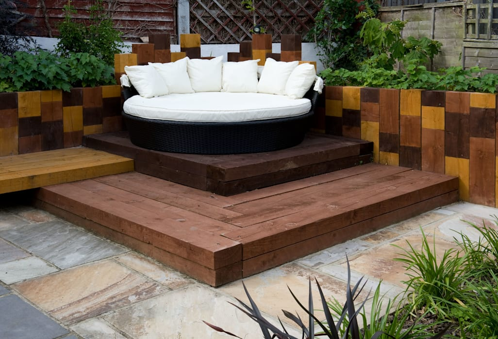Garden daybed:  Garden by Earth Designs